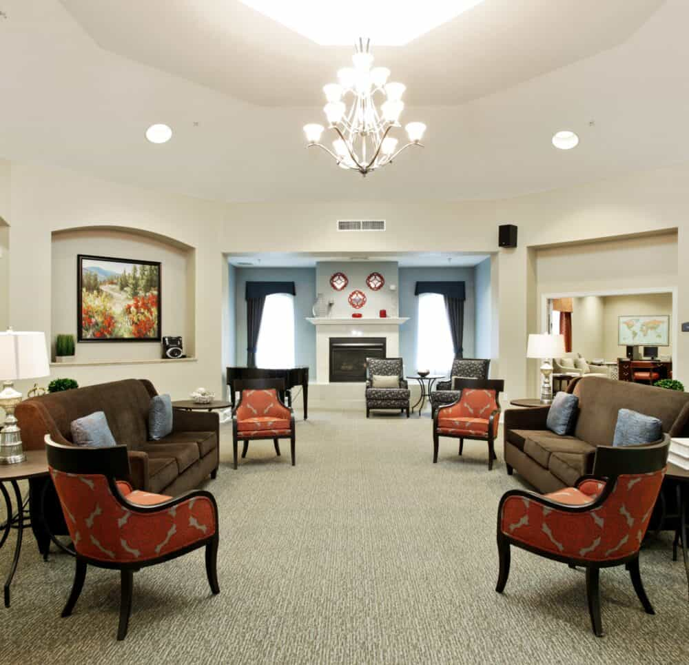 lounge at the wellington at arapaho, senior living community in texas