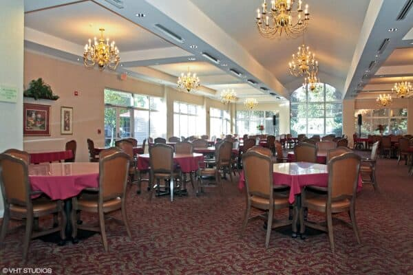 Dining room at The Waterford at Ironbridge, a senior living community located in Springfield, Missouri.
