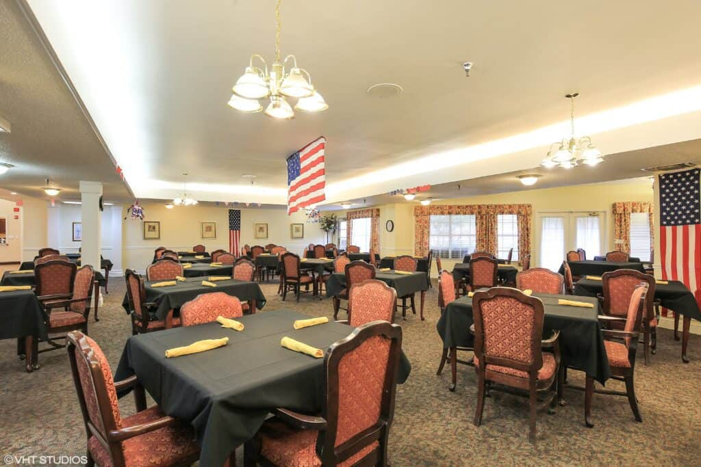 dining room at the waterford at carpenter\'s creek senior living community in pensacola, florida