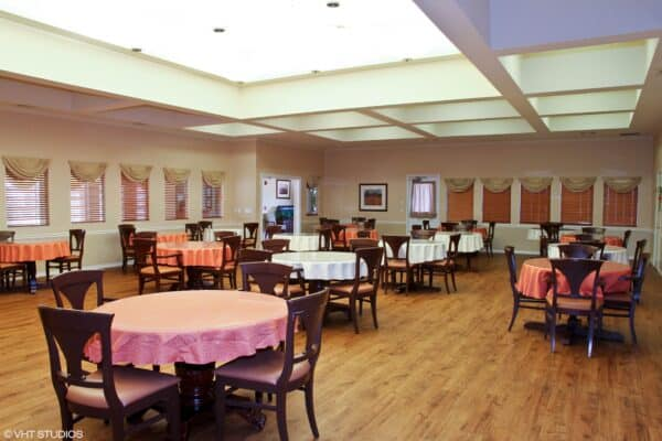 Dining room at the Courtyards at Lake Granbury, a senior living community in Granbury, Texas.