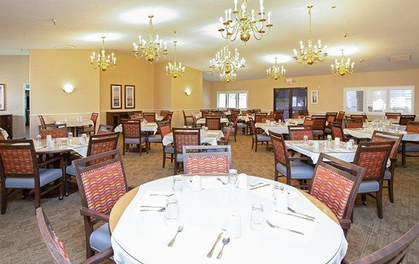 A large dining room with many tables and chandeliers in Cottonwood, Arizona.