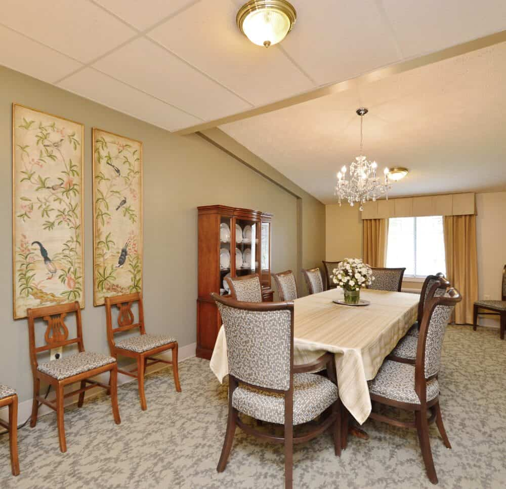 private dining room at the woodlands of Columbus, a senior living community in Ohio