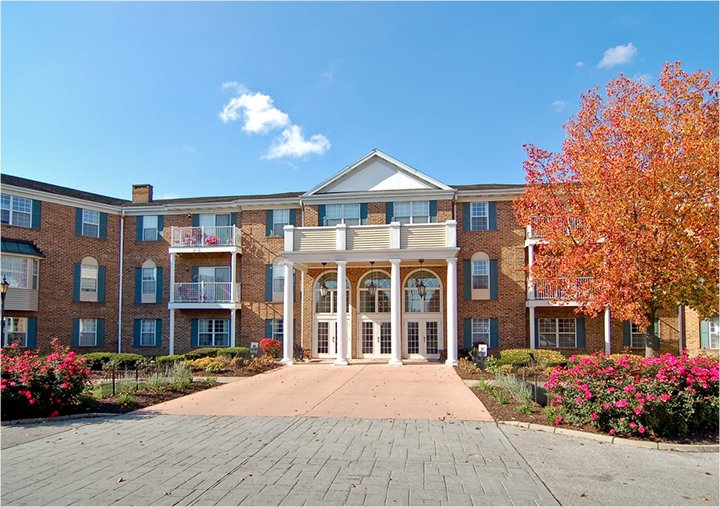 A colonial-style building at a senior living community in Fort Wayne, Indiana