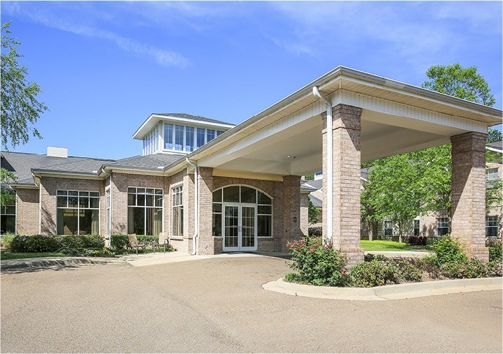 Brick building with large windows, portico entrance and landscaping in Ridgeland, Mississippi.