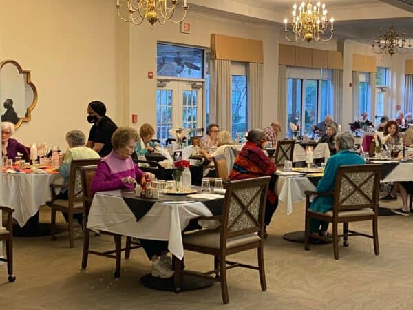 Large group of seniors eating at dinner at a senior living community located in Ridgeland, Mississippi.