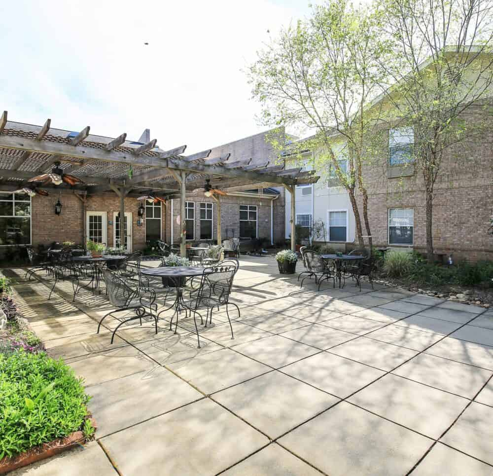 Outdoor courtyard at a senior living community located in Ridgeland, Mississippi.