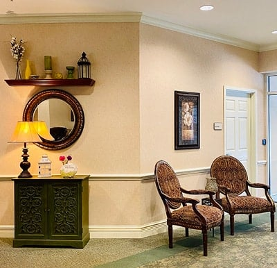A nicely decorated lounge area in North Richland Hills, Texas.