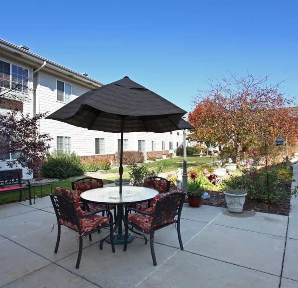 outside courtyards at the waterford at miracle hills