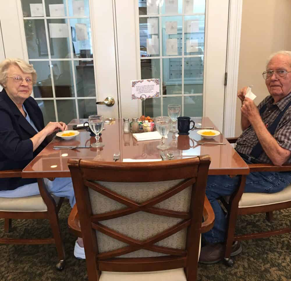 senior man and senior woman eat together at Wynnfield Crossing, a senior community in Rochester, Indiana